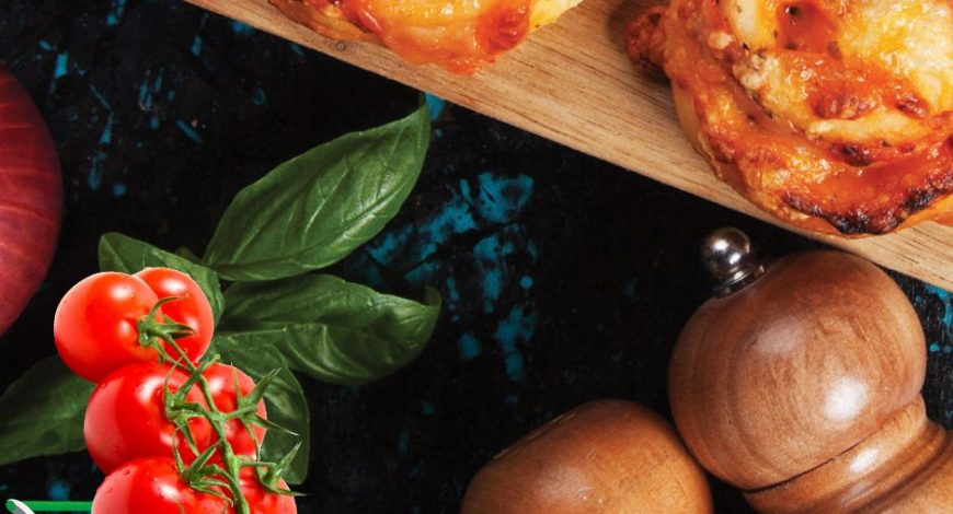 Rulouri-cu-4-feluri-de-mezeluri,-mozzarella-și-roșii-cherry1
