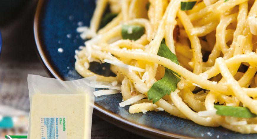 Spaghete-cu-brânză-și-bacon